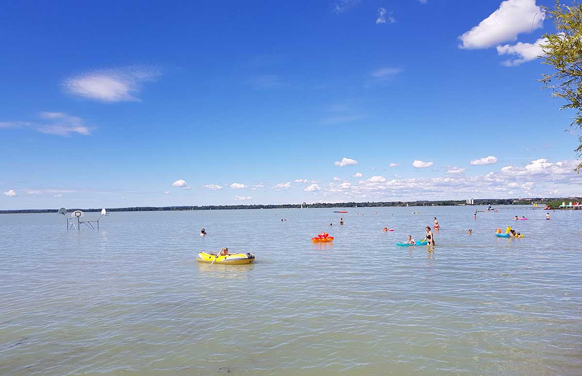 Balaton Ausflug ins Strandbad Gyenesdias am Plattensee strandabschnitt wasser