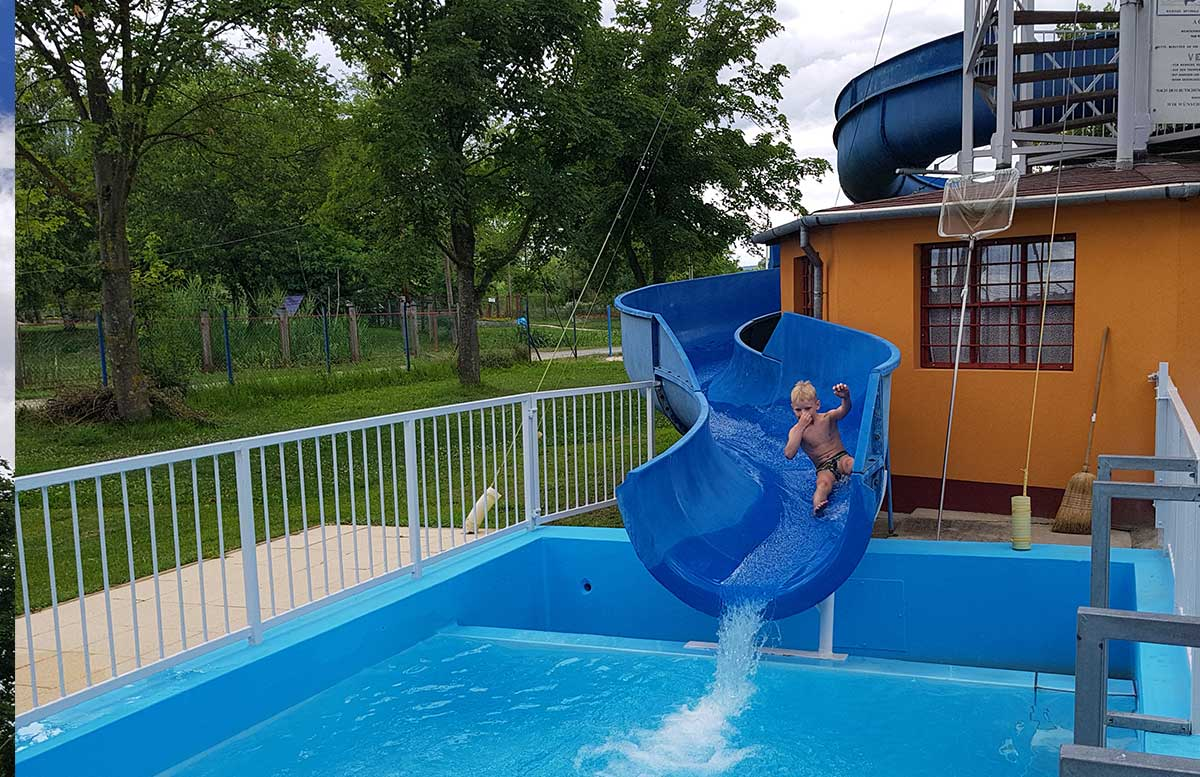 Balaton Ausflug ins Strandbad Gyenesdias am Plattensee rutsche lenny in aktion