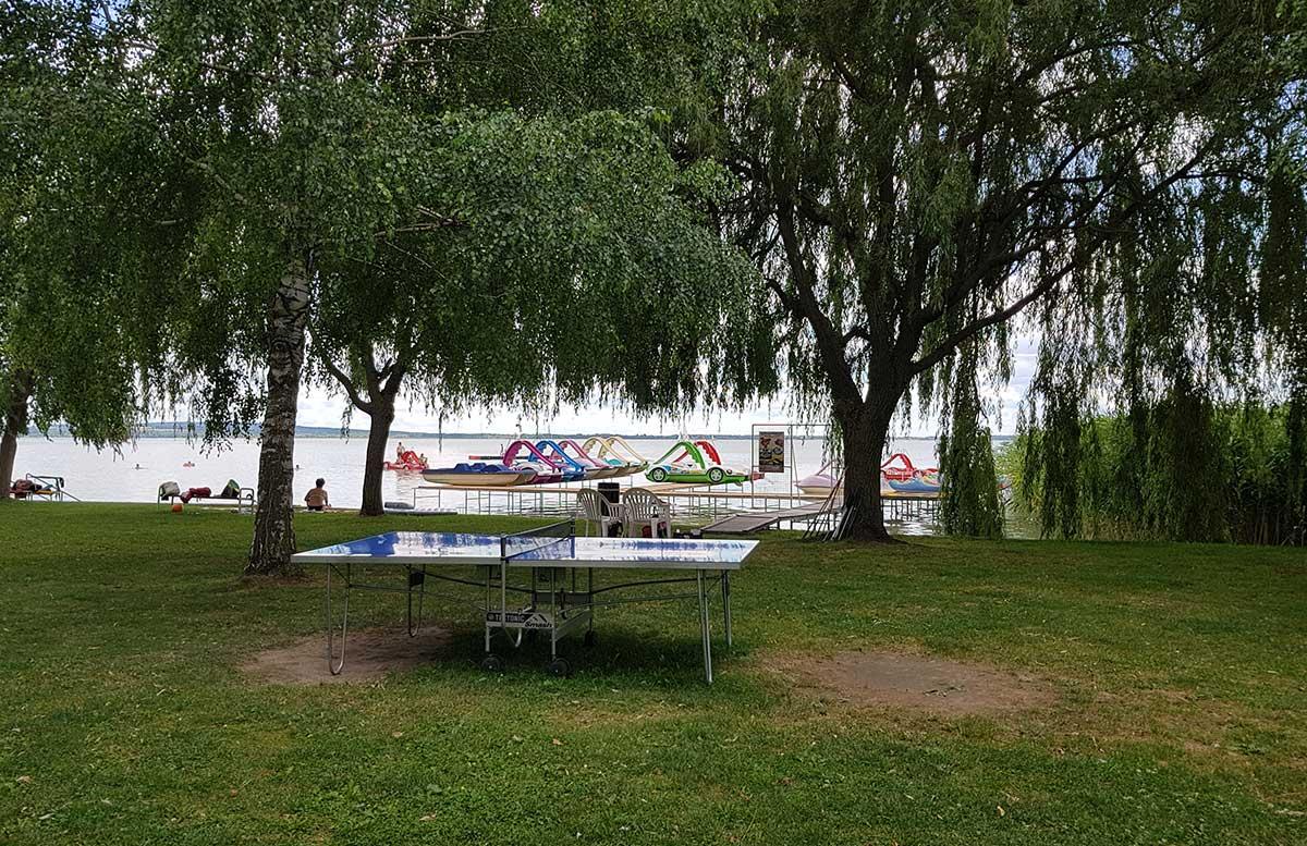 Balaton Ausflug ins Strandbad Gyenesdias am Plattensee tretboote