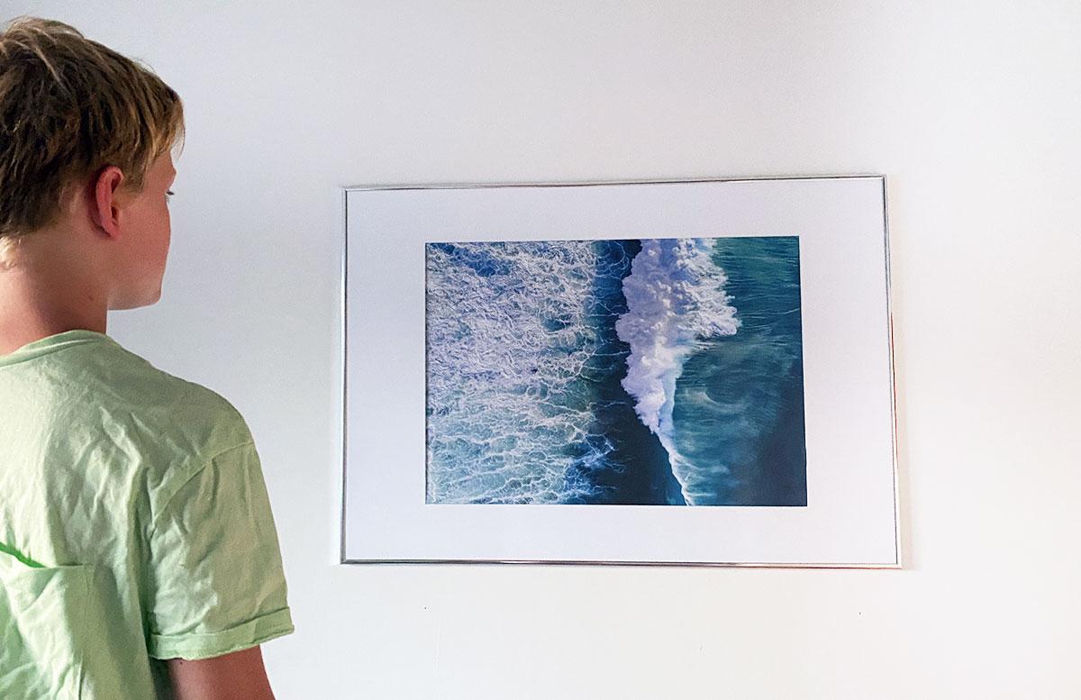 Bilderwand-Inspirationen-für-die-Wohnung-mit-Posterstore-lennys-zmmer-welle