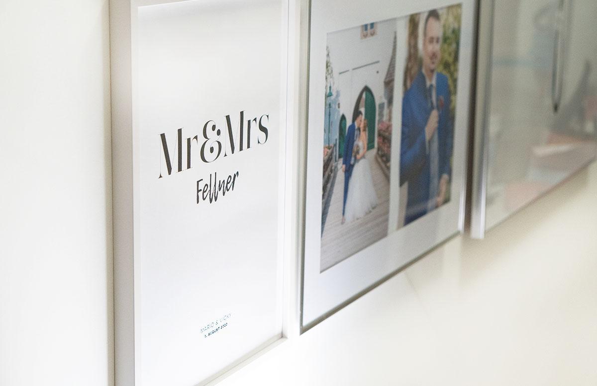 Bilderwand-mit-Hochzeitsbildern-und-Poster-fellner