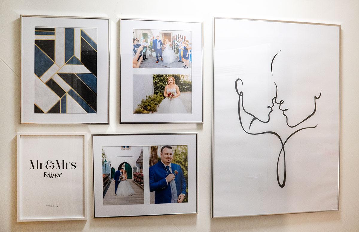 Bilderwand-mit-Hochzeitsbildern-und-Poster-geometriic-blue