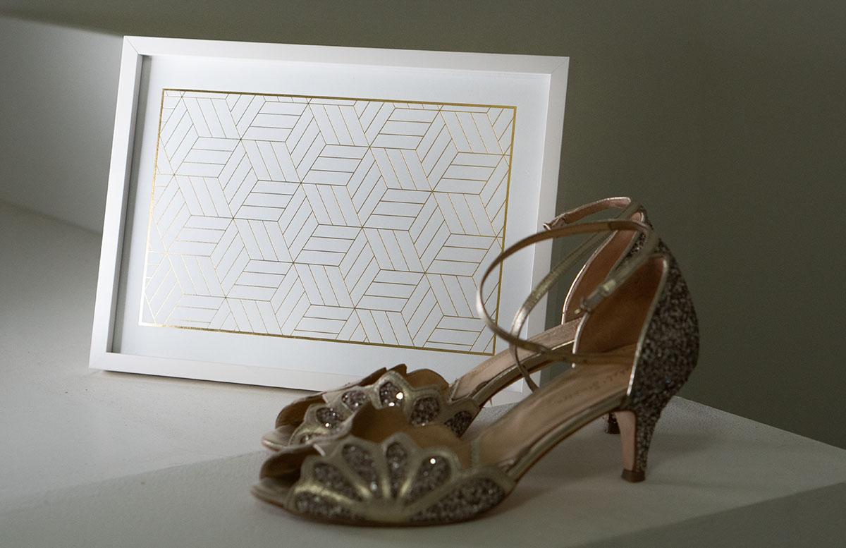Bilderwand-mit-Hochzeitsbildern-und-Poster-gold-glitter