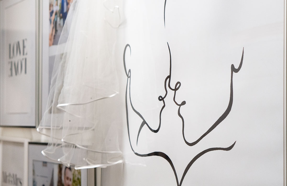 Bilderwand-mit-Hochzeitsbildern-und-Poster-liebes-poster