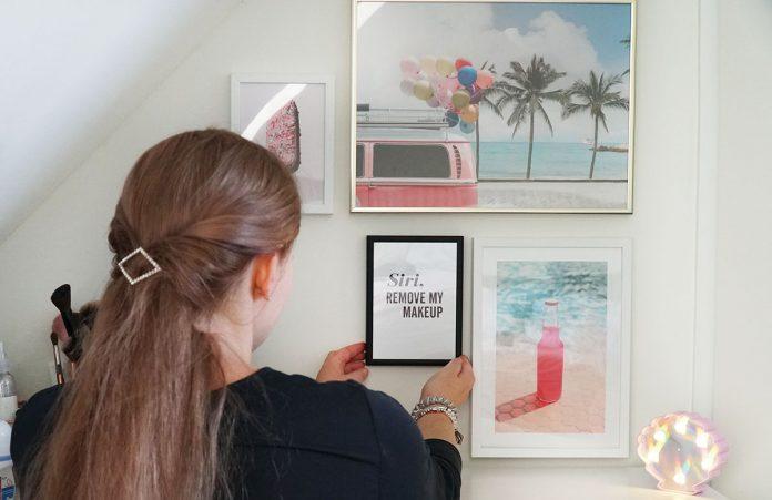Bilderwand-mit-Hochzeitsbildern-und-Poster-schminktisch-vicky