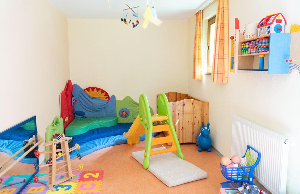 Bio-Kinderhotel-Benjamin-in-Malta-in-Kärnten-spielraum-kinder