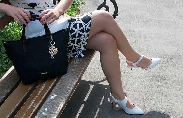Black-and-White-outfit-in-the-summer-desigual-tasche