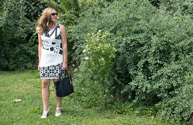 Black-and-White-outfit-in-the-summer-großaufnahme-kleid