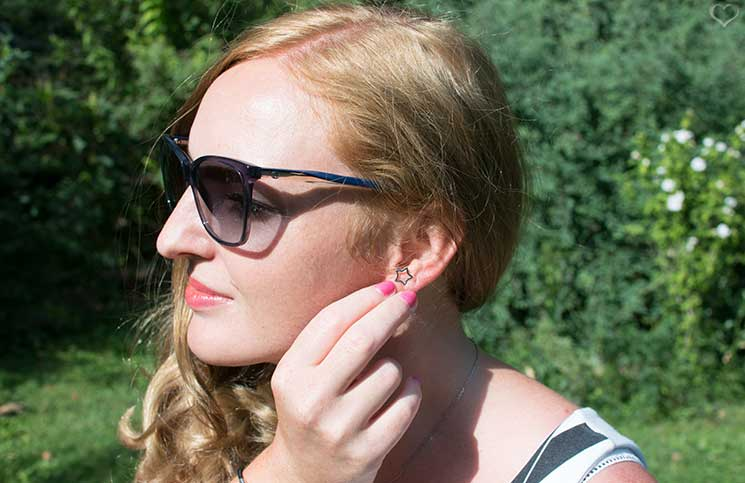 Black-and-White-outfit-in-the-summer-sternen-ohrringe-und-gucci-brille
