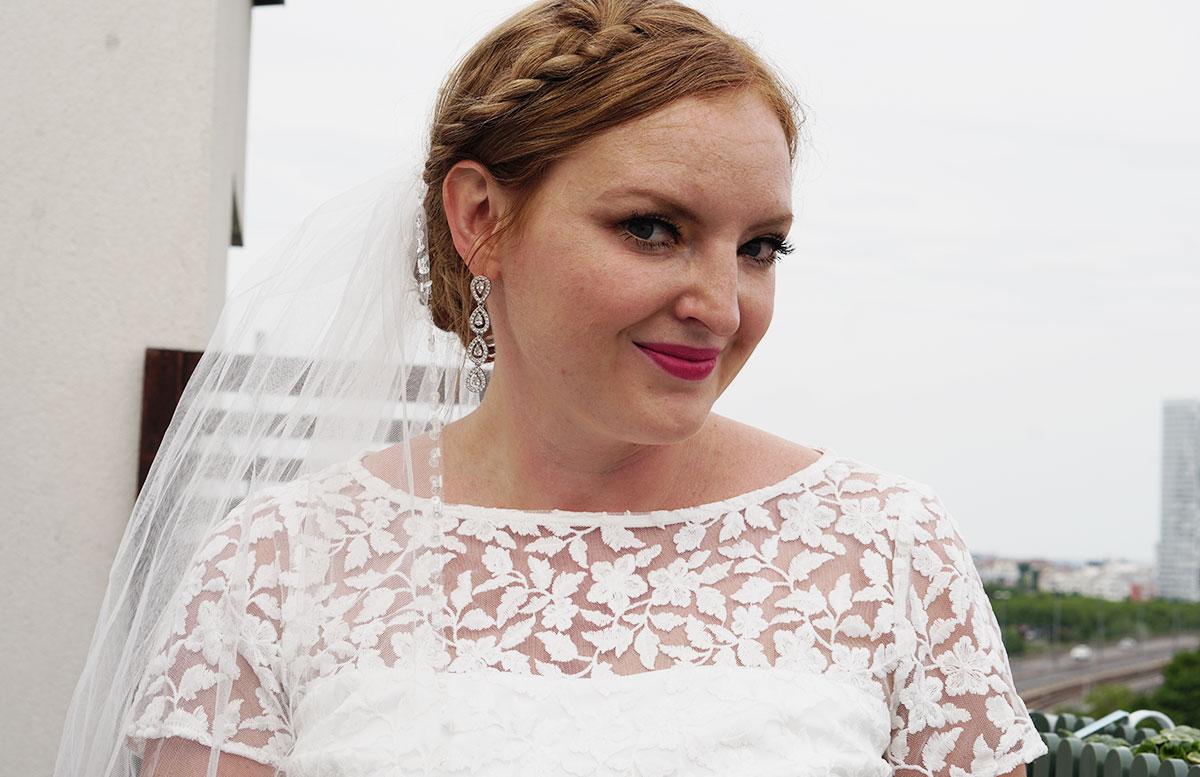 Brautstyling-Mein-Braut-Make-up-für-den-großen-Tag-mit-kleid