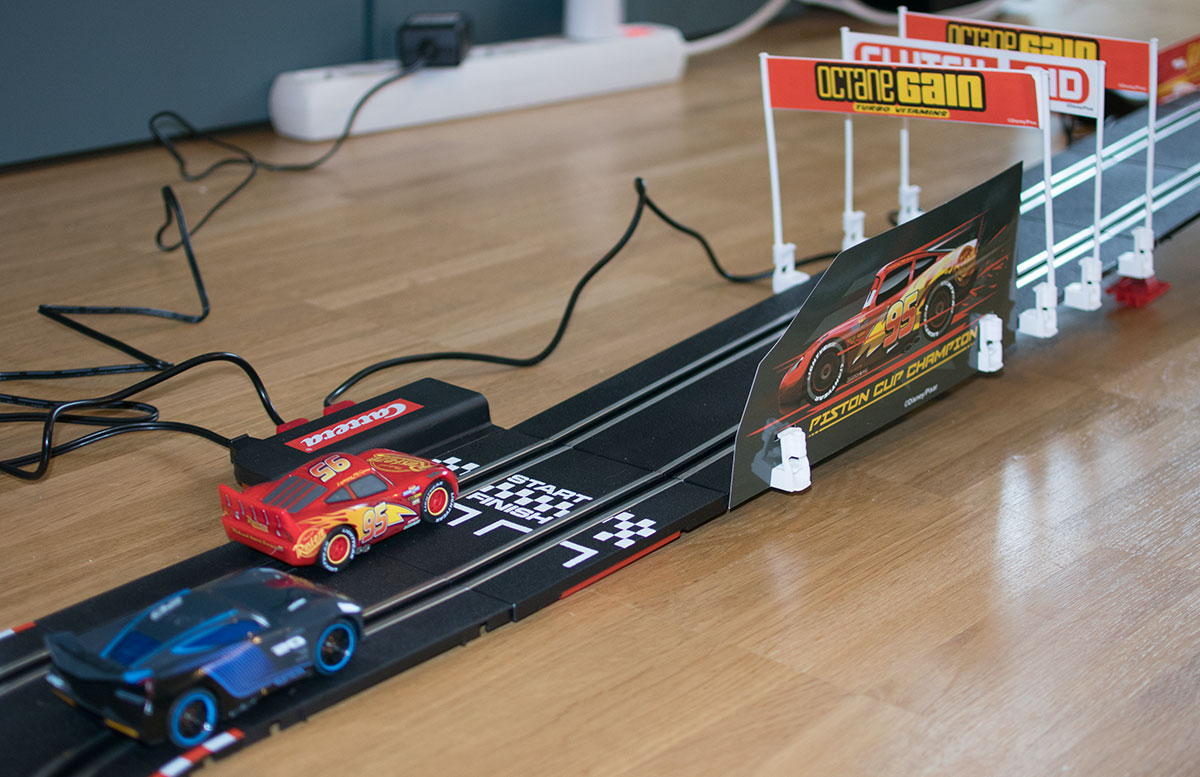Carrera Go!!! Cars 3 Finish First Rennbahn looping bahn mcqueen