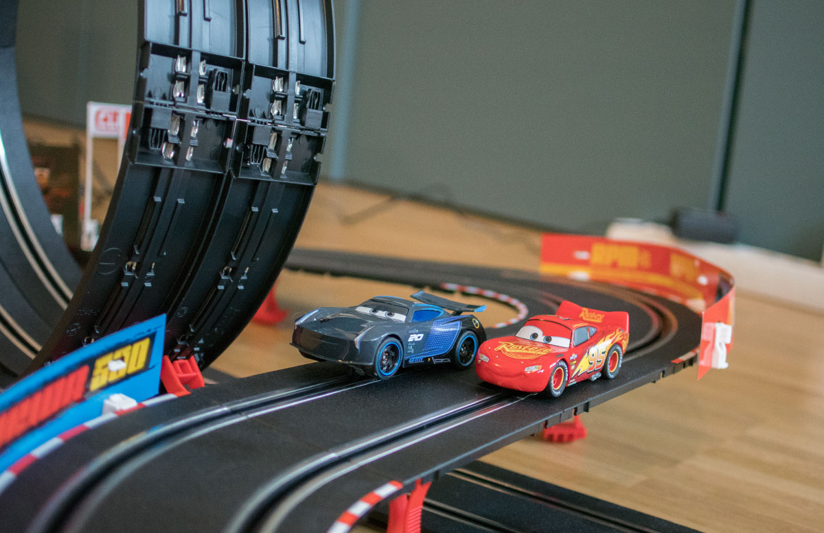 Carrera Go!!! Cars 3 Finish First Rennbahn looping bahn mcqueen in action