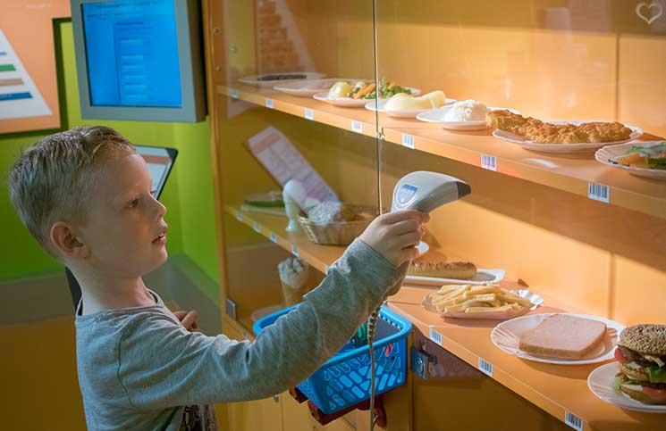 City-Trip-nach-Salzburg-ins-Haus-der-Natur-essen-scannen