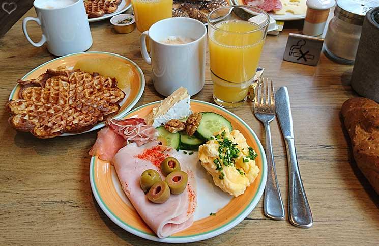 City-Trip-nach-linz-ins-ars-electronica-frühstück-ibis-hotel