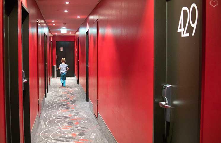 City-trip-nach-Wien-Therme-wien-hotel-mercure-wien-walzer-tanzen-im-flur