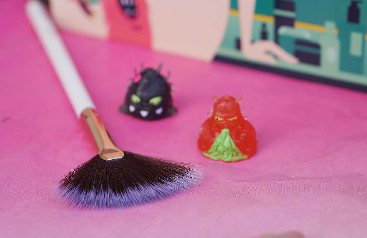 Comic Edition Glossybox Mai luxie brush