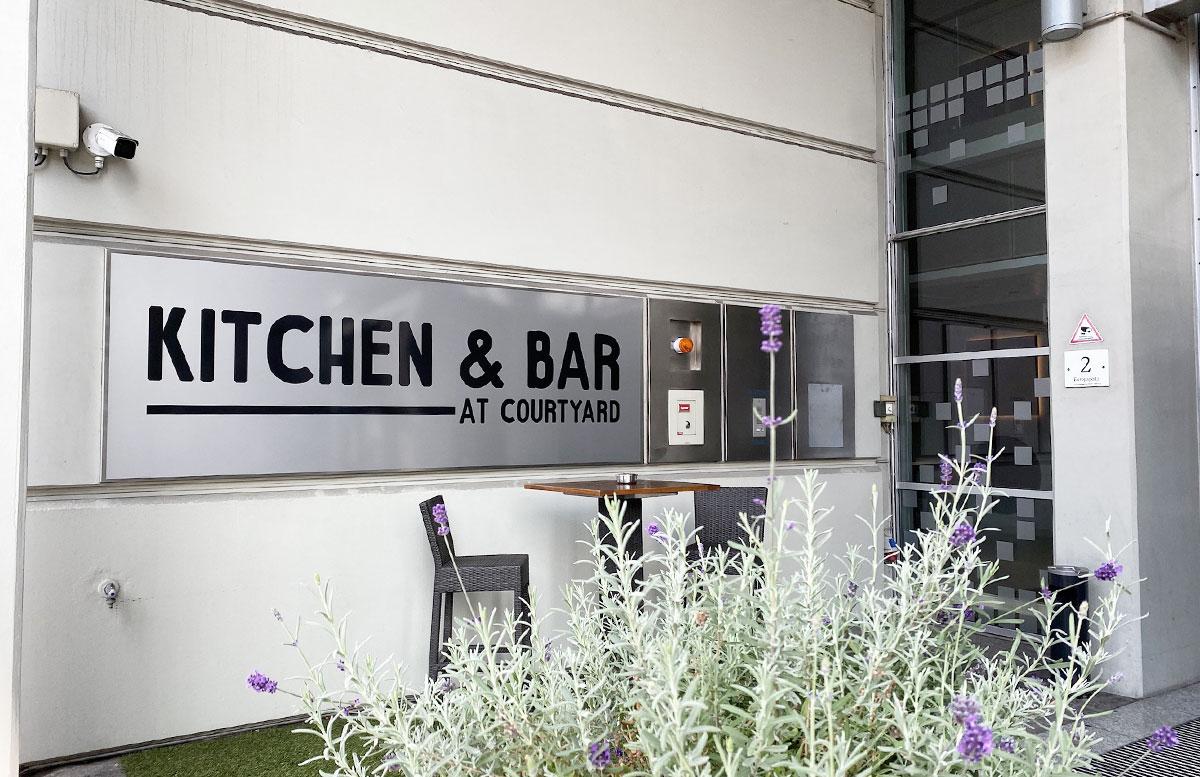Courtyard-by-Marriott-Linz-kitchen-and-bar