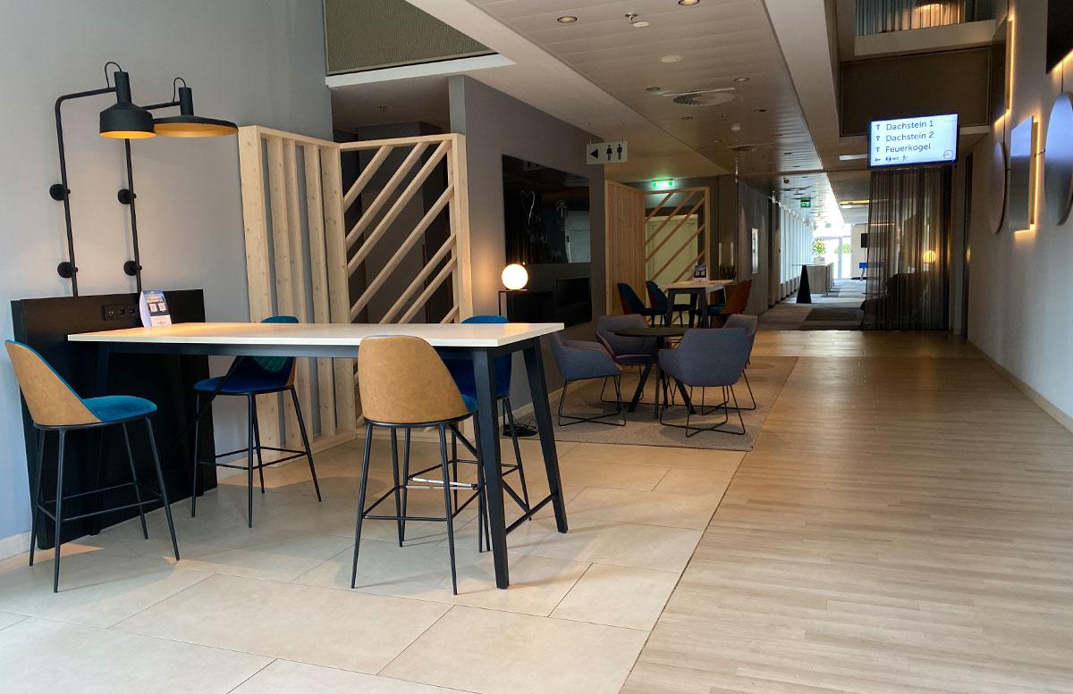 Courtyard-by-Marriott-Linz-lobby-2