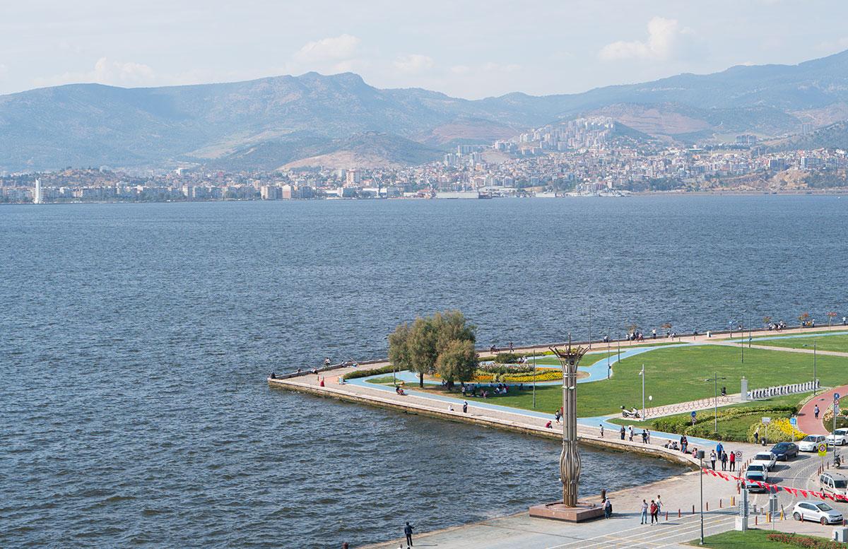 Das 5 Sterne Mövenpick Hotel in Izmir hotel zimmer aussicht meer