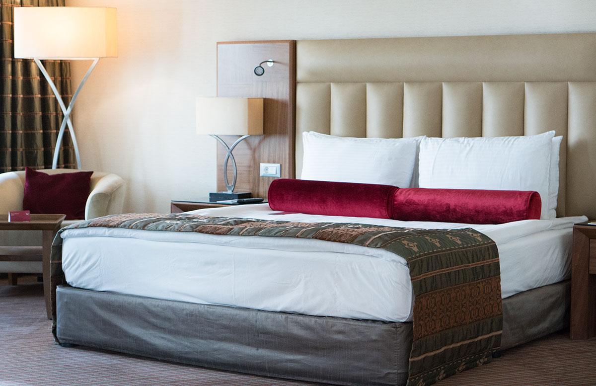 Das 5 Sterne Mövenpick Hotel in Izmir hotel zimmer bett