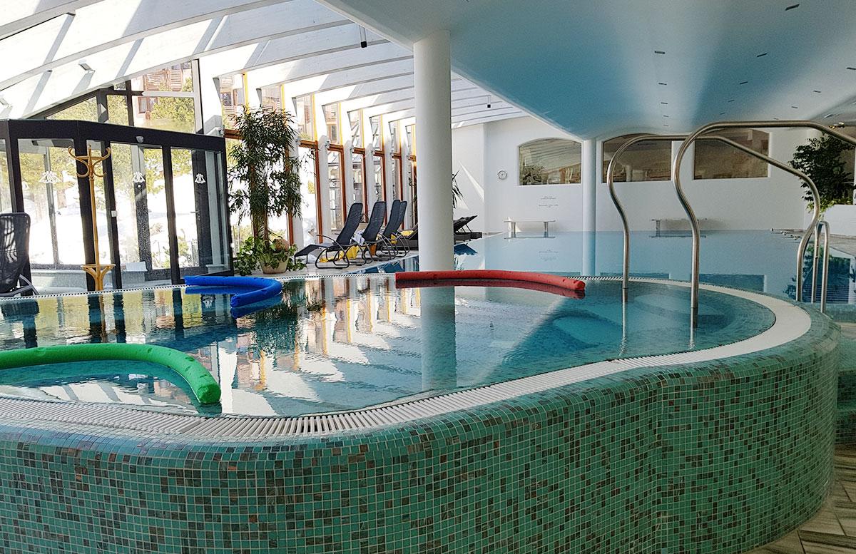 Das-Hotel-Hochschober-auf-der-Turracher-Höhe-in-Kärnten-pool