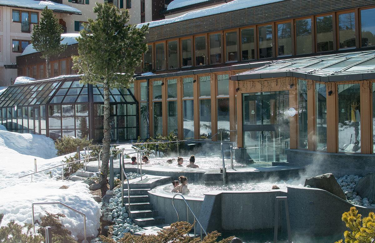 Das Hotel Hochschober auf der Turracher Höhe in Kärnten badebereich pool outdoor