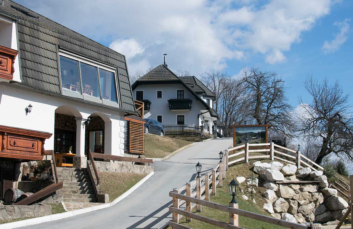 Das Kloster in Olimje und die Hirschfarm Jelenov Greben aussicht