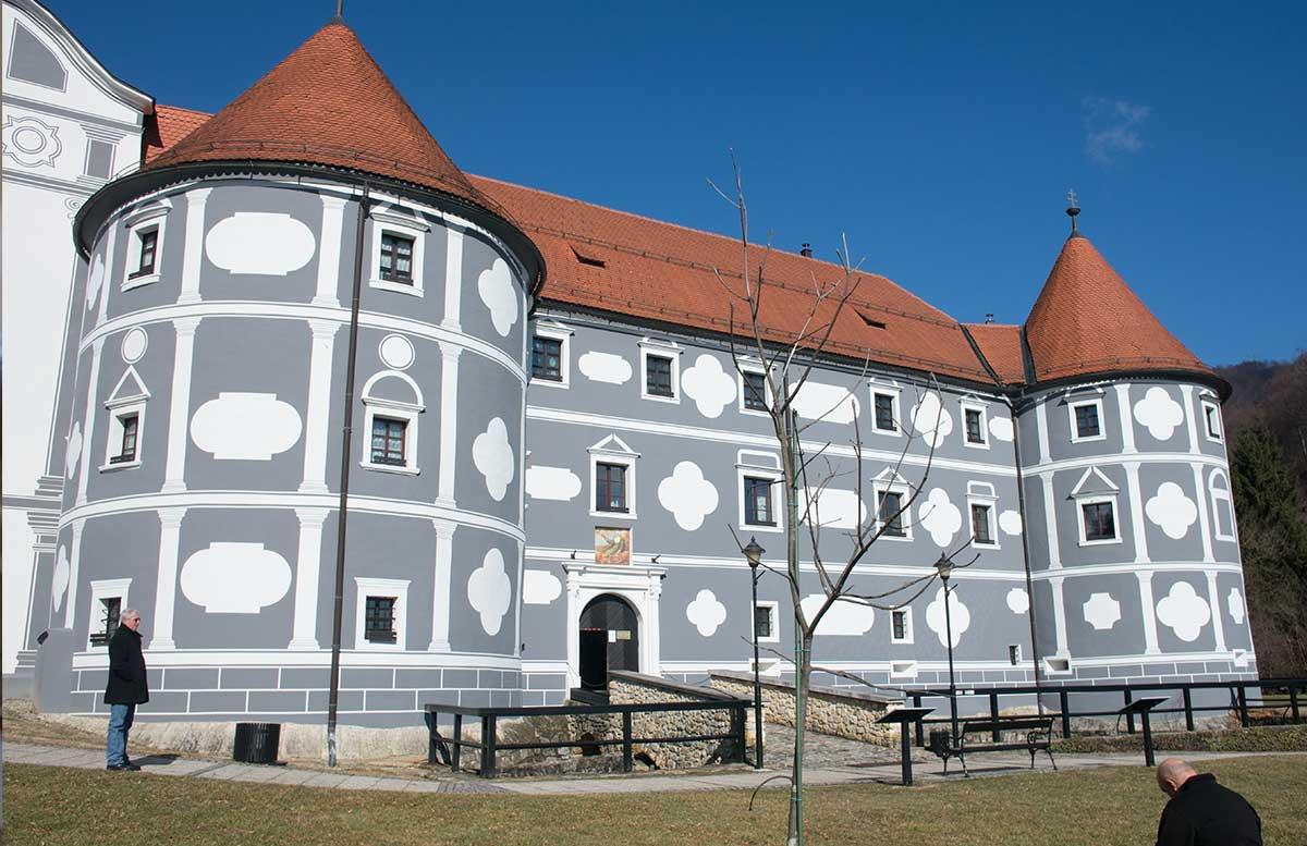 Das-Kloster-in-Olimje-und-die-Hirschfarm-Jelenov-Greben-kloster