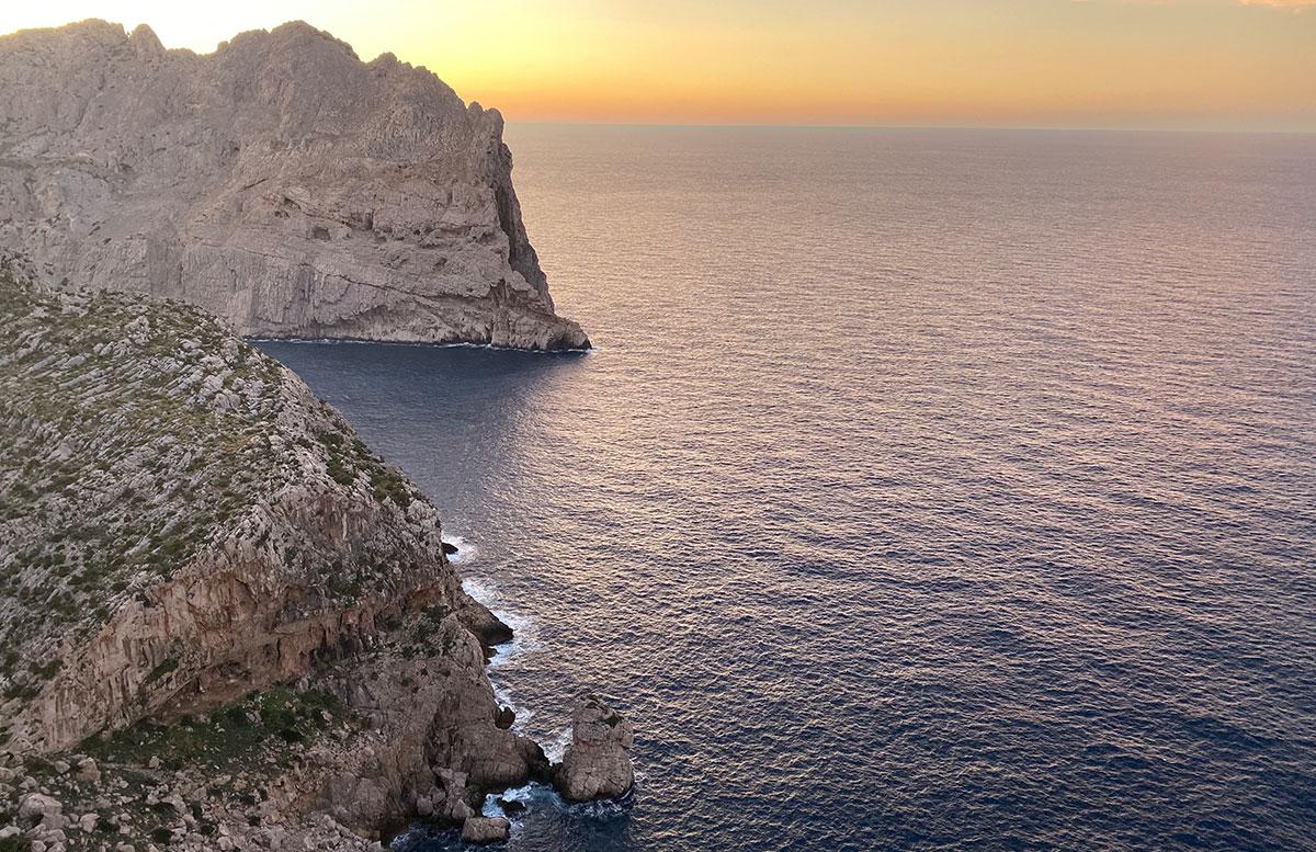 Der-goldene-Herbst-in-Mallorca-Ausflug-zum-Cap-Formentor-felsen