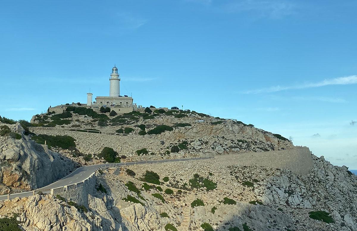 Der-goldene-Herbst-in-Mallorca-Ausflug-zum-Cap-Formentor-von-der-weite
