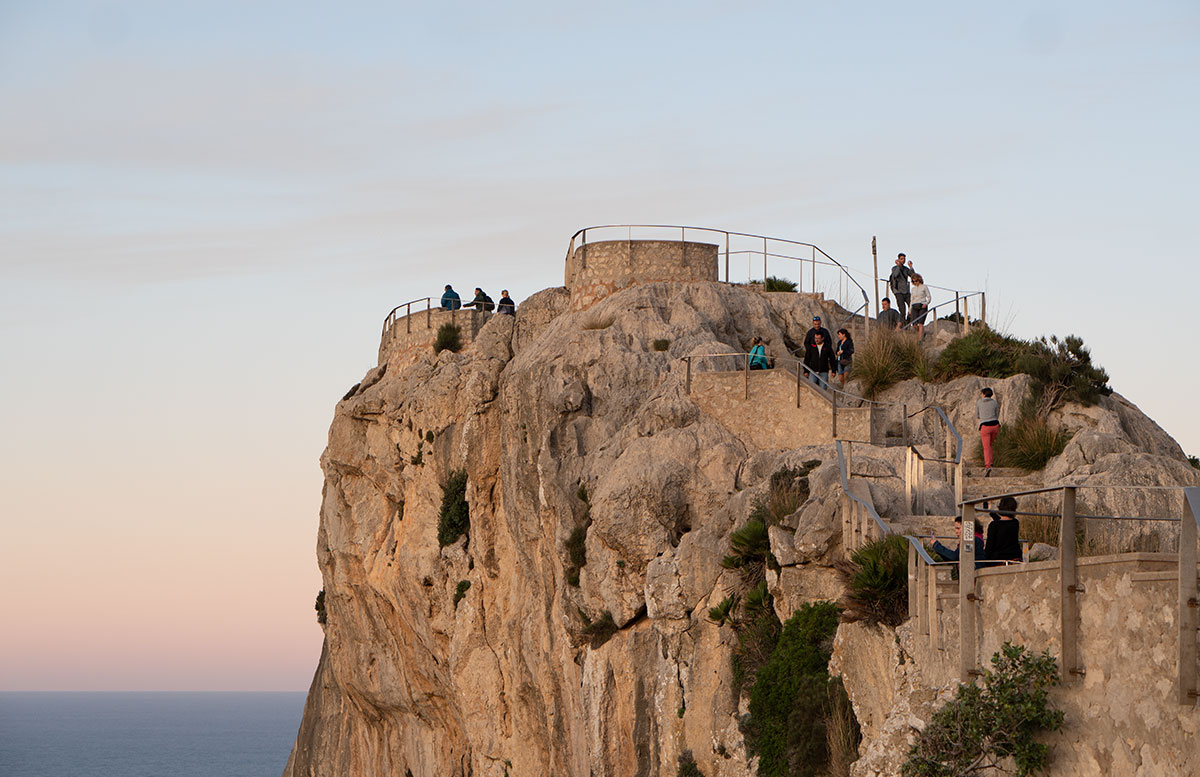 Der-goldene-Herbst-in-Mallorca-Ausflug-zum-Cap-Formentor-weg-hinauf