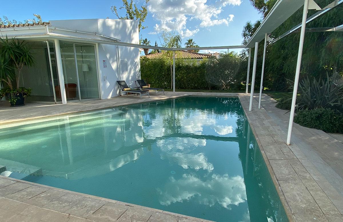 Der-goldene-Herbst-in-Mallorca-pool-villa