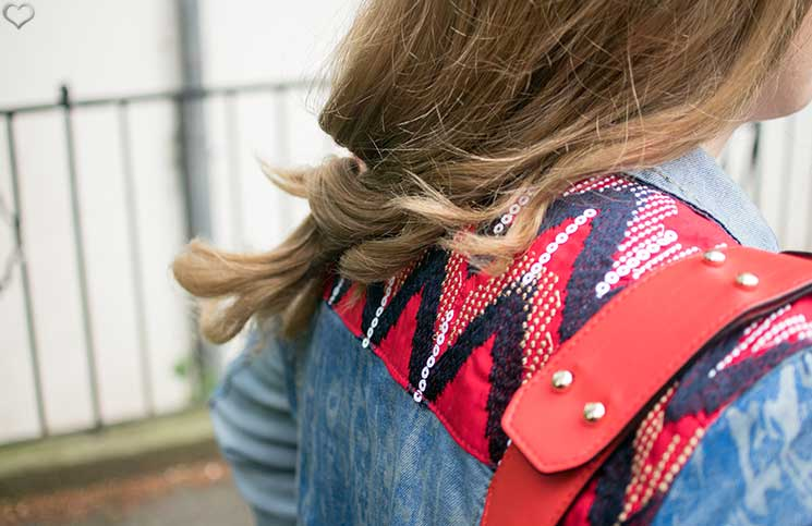 Desigual-Exotic-Jeans-Outfit-details-rückenansicht-jeansjacke