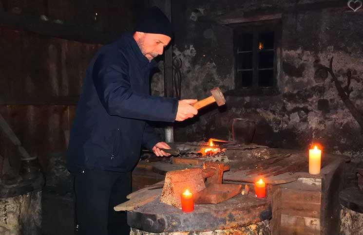 Die-Burg-Bled-und-Luxus-Camping-in-Ljubno-kropa-alte-schmiede