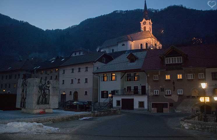 Die-Burg-Bled-und-Luxus-Camping-in-Ljubno-stadt-kropa