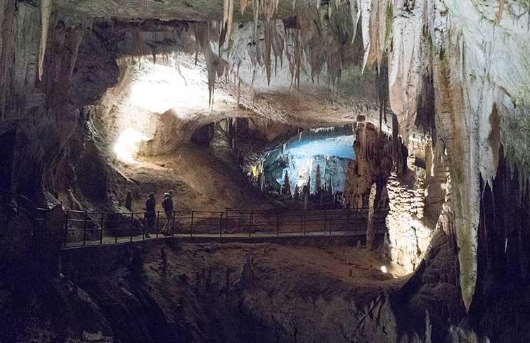 Die Höhle von Postojna und die Burg Predjama