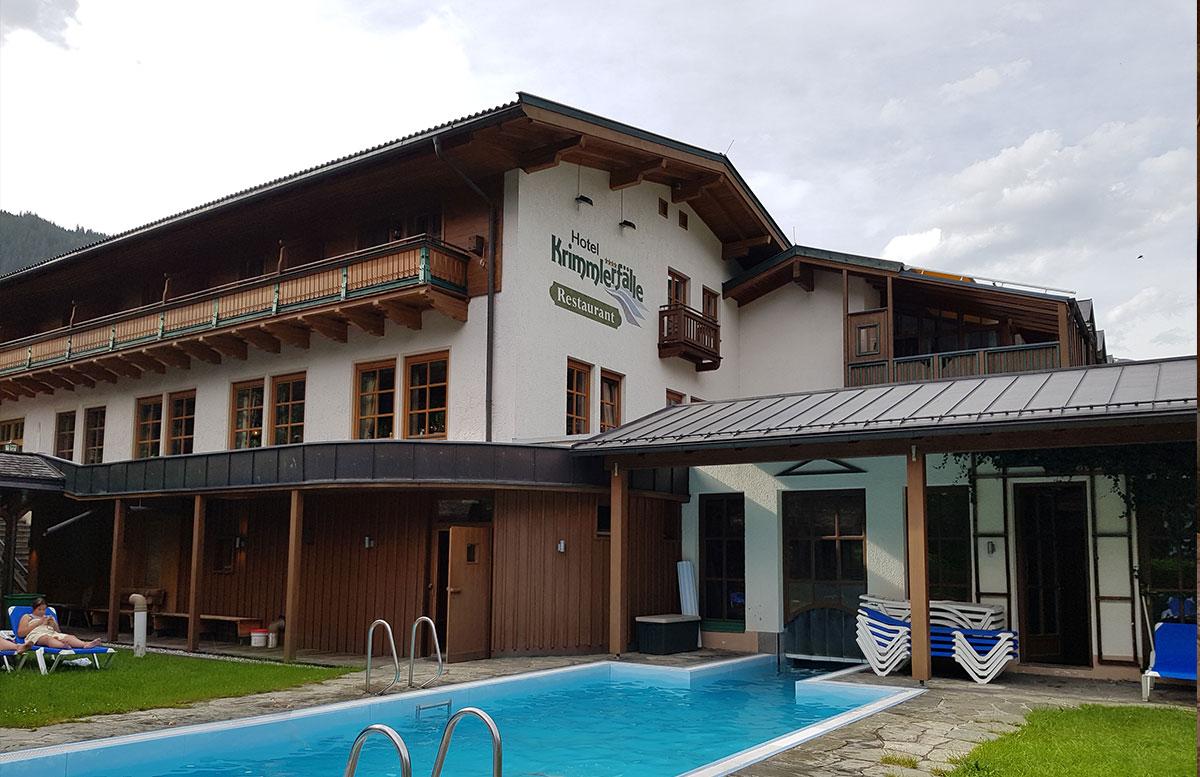 Die-Krimmler-Wasserfälle---die-größten-Wasserfälle-Europas-hotel-krimmlerfälle-pool