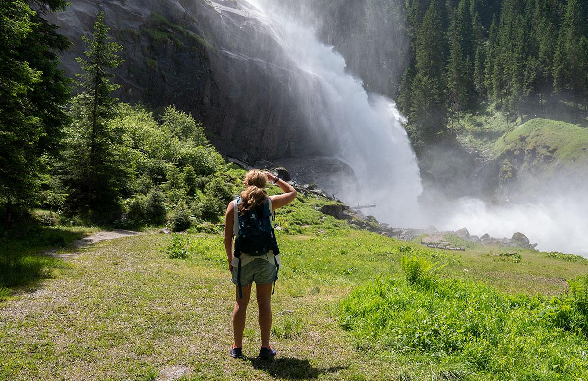 Die-Krimmler-Wasserfälle---die-größten-Wasserfälle-Europas-vicky-stehend