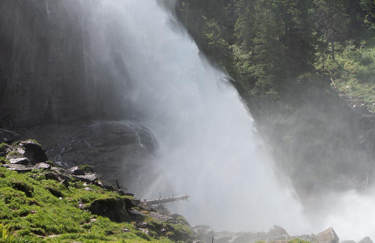 Die-Krimmler-Wasserfälle---die-größten-Wasserfälle-Europas-wasserfall-aerosol