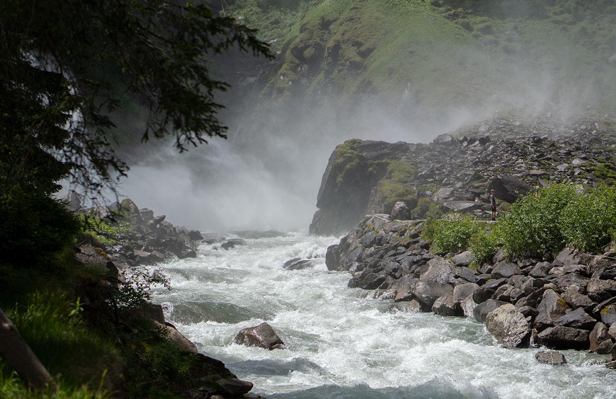 Die-Krimmler-Wasserfälle---die-größten-Wasserfälle-Europas-wasserfall-bach