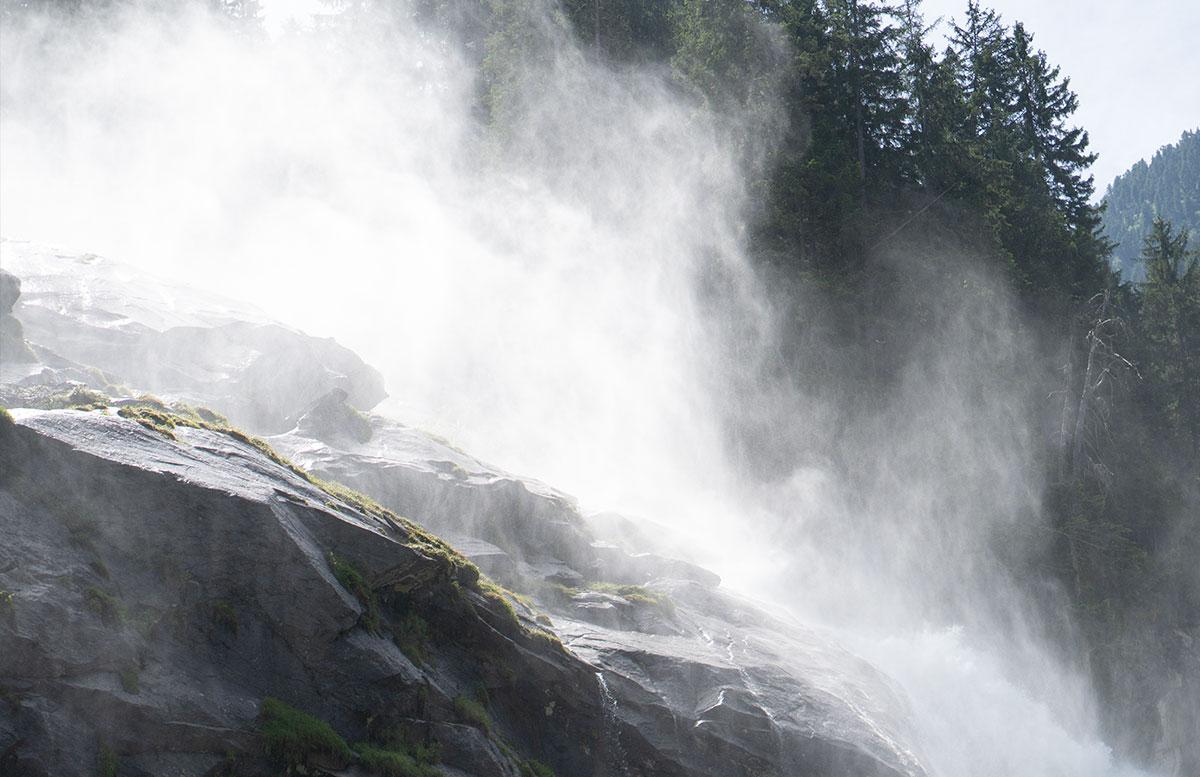 Die-Krimmler-Wasserfälle---die-größten-Wasserfälle-Europas-wasserfall-nebel