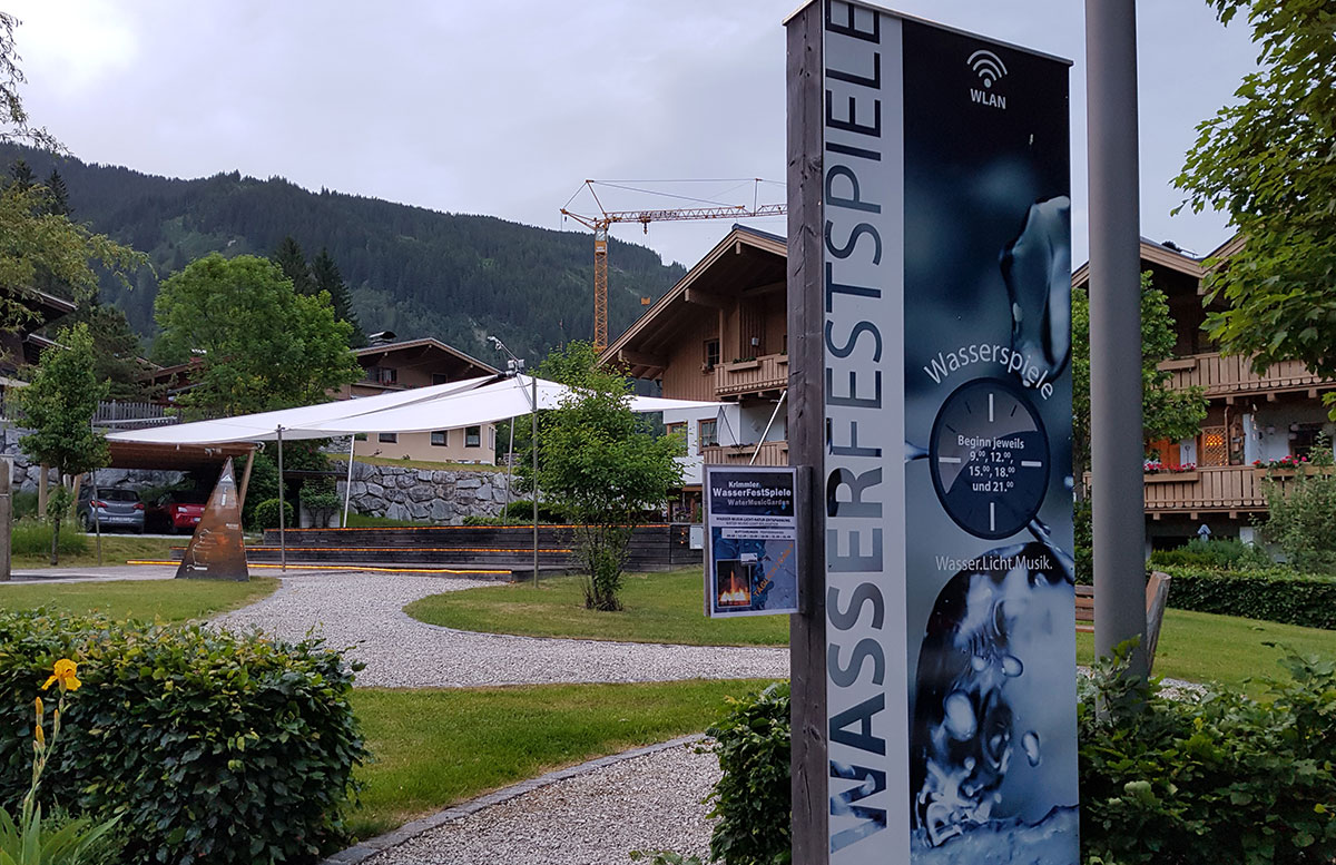 Die-Krimmler-Wasserfälle---die-größten-Wasserfälle-Europas-wasserspiele-im-ort-banner