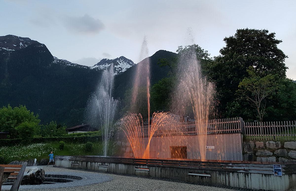 Die-Krimmler-Wasserfälle---die-größten-Wasserfälle-Europas-wasserspiele-im-ort