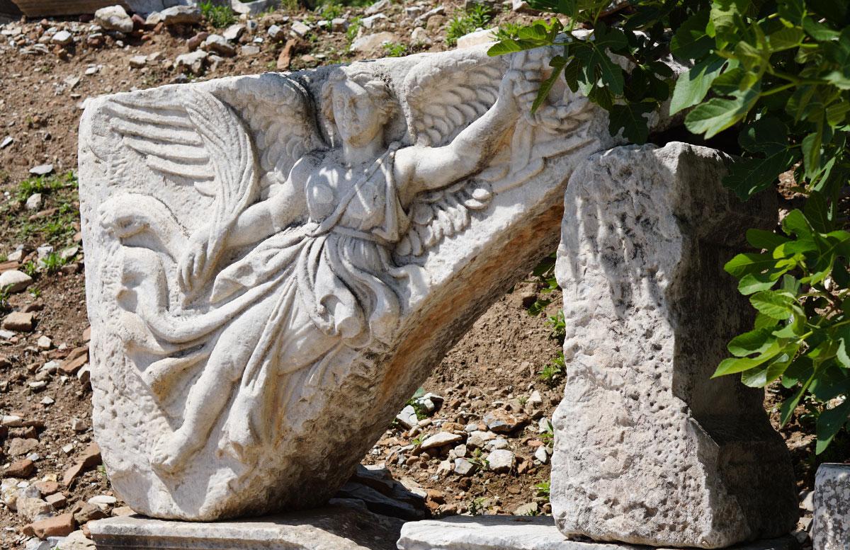 Die Ruinen von Ephesos nachts beleuchtete straße nike