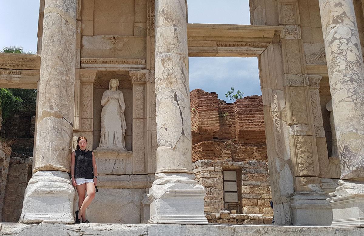 Die Ruinen von Ephesos celsus Bibliothek statue