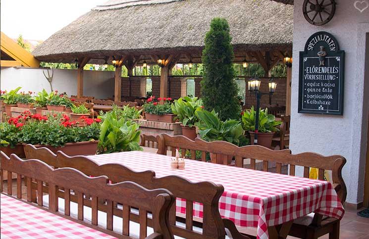 Die Therme Bükfürdo und Restaurant Tipps für Bük restaurant-Rigótanya-gastgarten