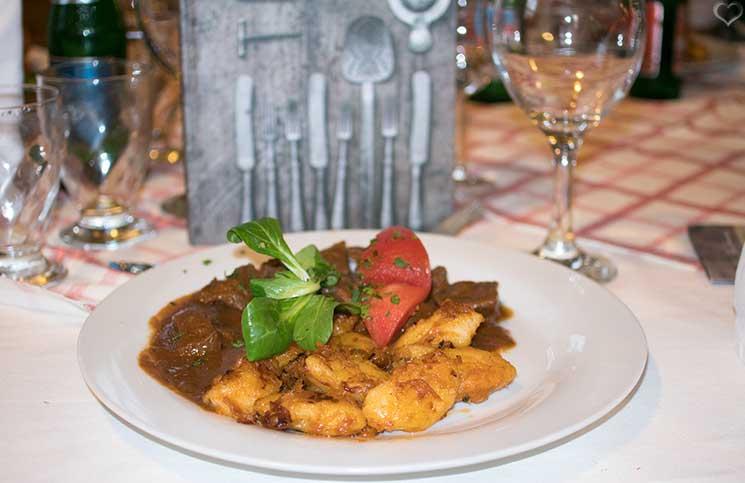 Die Therme Bükfürdo und Restaurant Tipps für Bük-restaurant-Rigótanya-gulasch