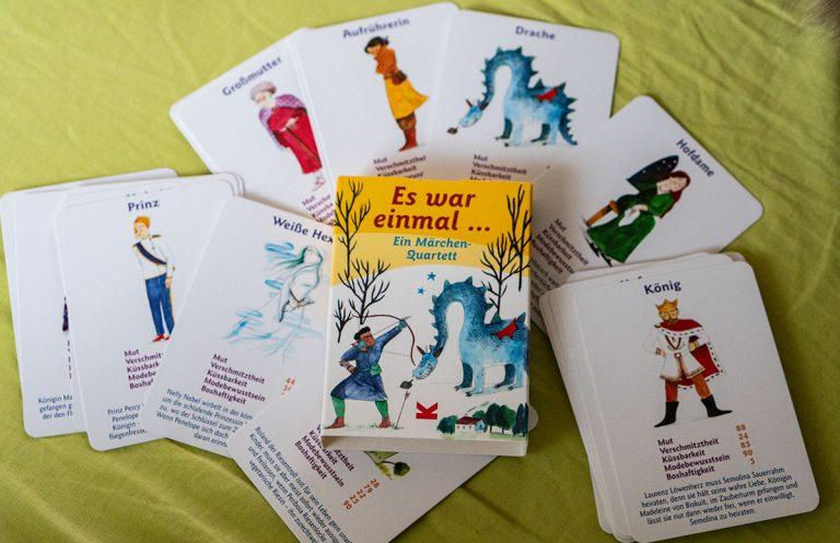 Dino, Katzen und Märchen Spielespaß