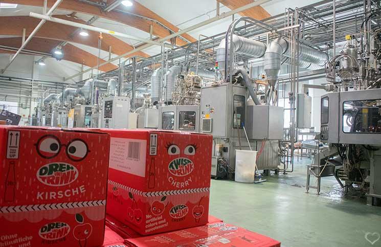 Dreh-und-Drink-besuch-in-der-produktion-im-werk