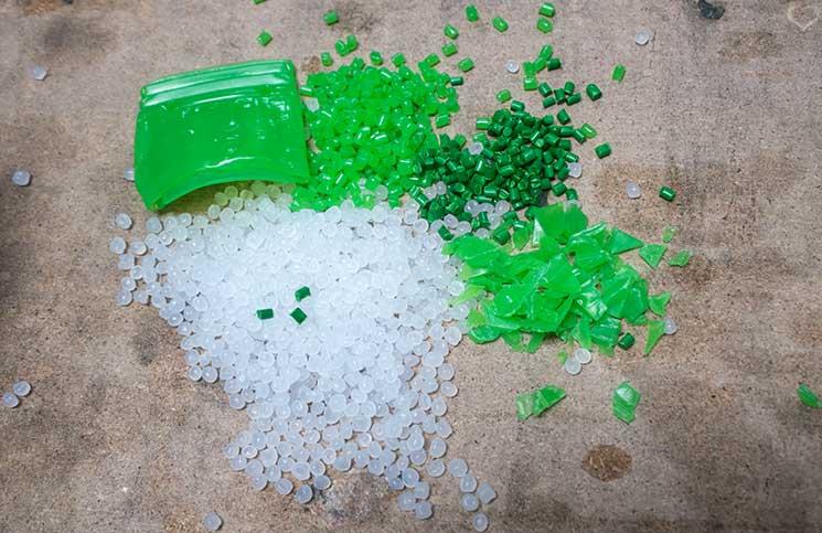 Dreh-und-Drink-plastik-granulat-recycling